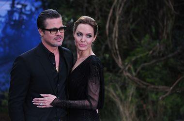 Джоли и Питт пишут друг другу письма от руки