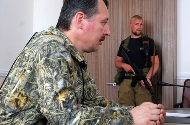 """Террорист Стрелков """"официально"""" разрешил угонять авто и изымать имущество людей"""
