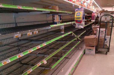 В крымских супермаркетах снова опустели полки