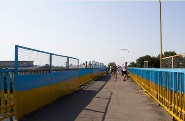 В Стрые во Львовской области  появился желто-голубой мост