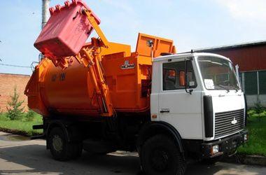 В Луганске при жаре +34 возникли проблемы с вывозом мусора