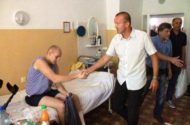 """Футболисты """"Черноморца"""" встретились с ранеными бойцами АТО"""