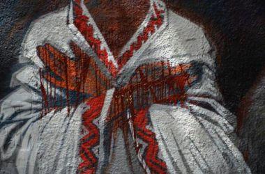 В Полтаве открыли 50-метровый граффити-мемориал Небесной сотне и воинам АТО