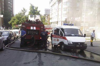 В центре Киева горит центральный офис банка