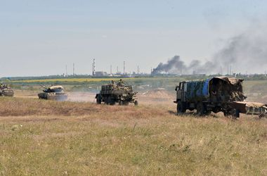 Боевики обстреляли колонну безоружных военных, возвращающихся из России