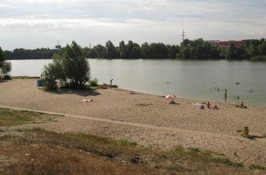 СЭС запретила купаться в шести киевских водоемах (список)