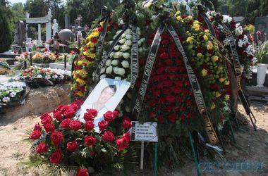Белькевича похоронили в Киеве по решению его мамы: она будет приезжать на могилу сына из Минска