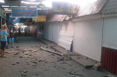 В Донецке снова начался бой: снаряды разгромили продуктовый рынок
