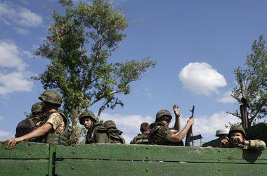 """Гендиректор """"Укрзализныци"""" подарил спецбатальону """"Киев-1"""" боевую машину"""