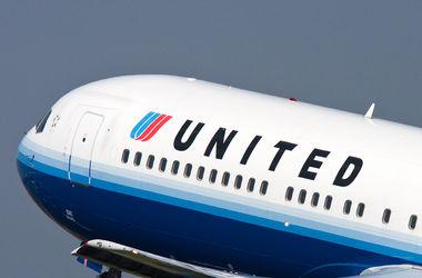 Американский самолет с пассажирами загорелся в воздухе