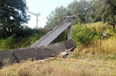 По улице Электриков в Киеве невозможно проехать из-за рухнувшего моста