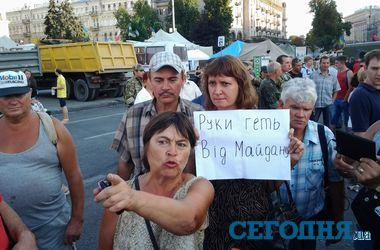 Вечерний Майдан – баррикады и наблюдательная вышка