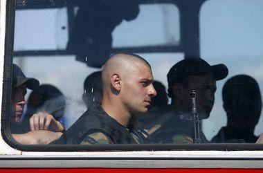 """Россия хочет """"повесить"""" на захваченных украинских офицеров обвинения в обстреле ее территории"""
