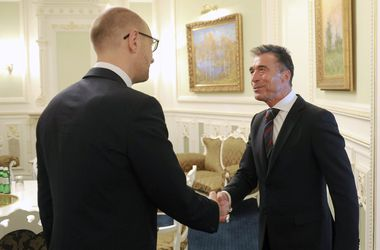 Расмуссен предложил политическую поддержку Украине
