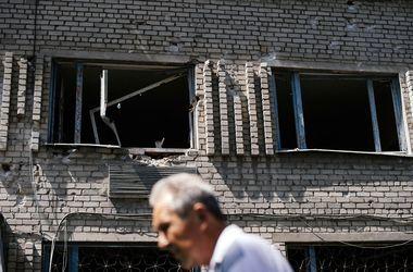 Ночь в Донецке прошла под звуки взрывов и залпов из ...: http://www.segodnya.ua/regions/donetsk/noch-v-donecke-proshla-pod-zvuki-vzryvov-i-zalpov-iz-tyazhelyh-orudiy-542860.html
