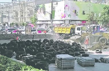 Активисты Майдана срывают брусчатку и готовятся к штурму