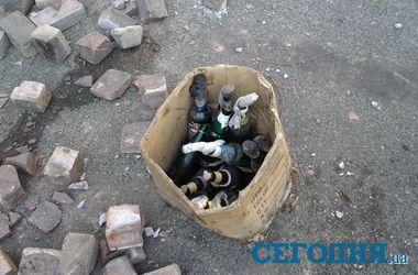 Утро на Майдане: свежие коктейли Молотова и разбитая брусчатка