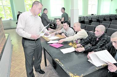 В киевском военкомате рассказали, как будут вручать повестки в армию