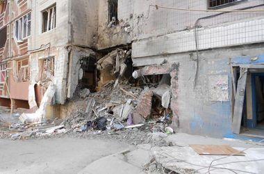После постоянных артиллерийских обстрелов Луганск превращается в город призрак