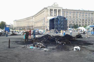 На Майдане началась генеральная уборка