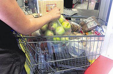 Один день волонтера: На окраинах Киева дали много продуктов для армии, а на Бессарабке - лишь батон