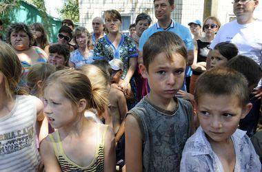 Переселенцы с Донбасса, оставшись без денег и вещей, живут лишь за счет гуманитарной помощи