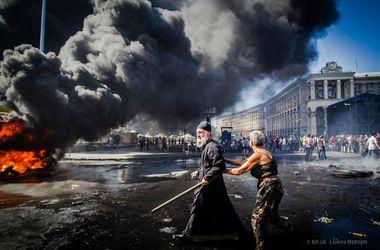 На Майдане разобрали баррикаду