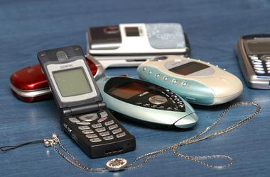 В Крыму образовались огромные очереди за российскими стартовыми пакетами мобильной связи