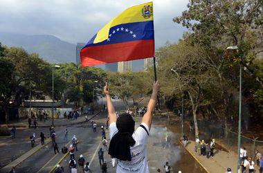 Венесуэла будет закрывать по ночам границу с Колумбией