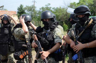 """Батальон """"Киев-1"""" вместе с киевлянами убирал в центре столицы"""