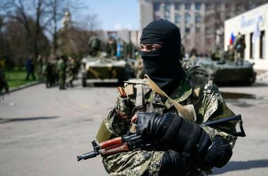Из-за обстрела террористами в Донецке пострадали женщина с ребенком