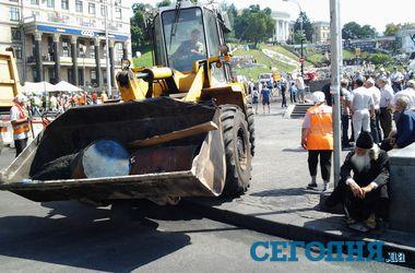 Майдан сегодня: без палаток, но по-прежнему с баррикадами