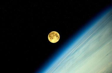 Космонавт опубликовал фото суперлуния с орбиты