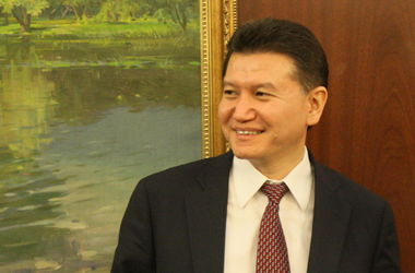 Каспаров проиграл Илюмжинову борьбу за пост президента ФИДЕ