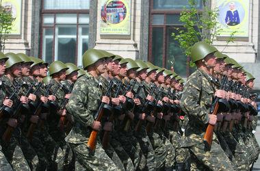 В Киеве готовятся к параду: Майдан срочно ремонтируют, а военные проводят репетиции