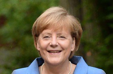 Меркель надеется, что диалог с Путиным еще возможен