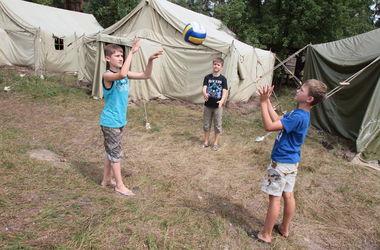 Киевские волонтеры помогают собраться в школу детям из зоны АТО