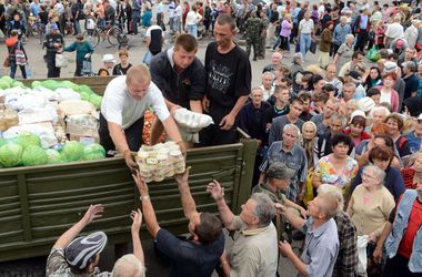 Кабмин отправит в Донбасс свою гуманитарную помощь