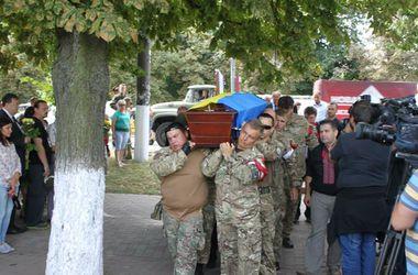 Под Киевом похоронили погибшего в зоне АТО мужа Татьяны Чорновол