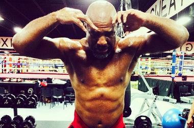 Скандальный боксер Шеннон Бриггс похвастался физической формой
