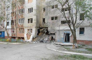 Террористы продолжают обстреливать Луганск, очевидцы сообщают о большом количестве погибших