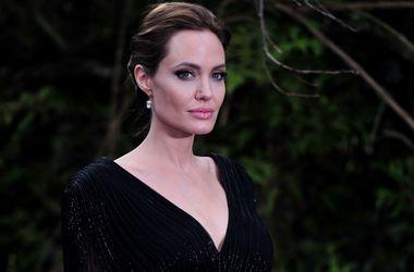 Анджелина Джоли запретила Брэду Питту сниматься в любовных сценах