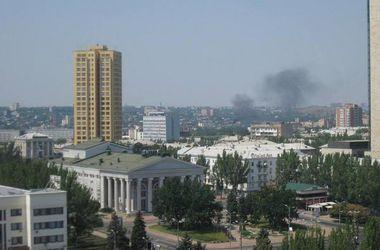 В Донецке снаряды попали в два торговых центра и университет