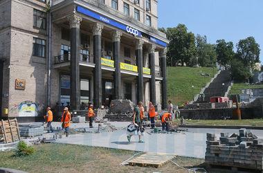 Как коммунальщики ремонтируют киевский Майдан