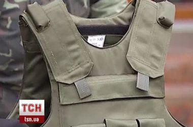 Британия передала 180 бронежилетов и касок бойцам АТО