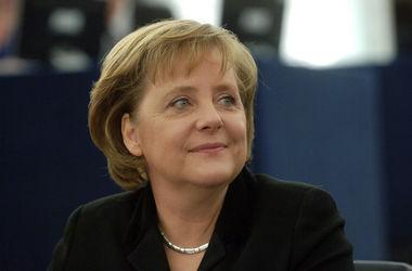 Порошенко пригласил Меркель посетить Украину на следующей неделе
