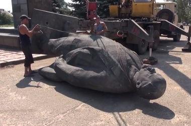 В Луганской области снесли очередной памятник Ленину
