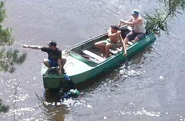 Киевские водолазы спасли мужчину, прыгнувшего с моста в Днепр