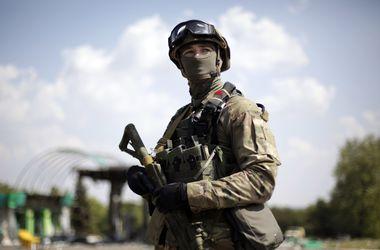 Военные запасаются теплыми вещами на случай затягивания АТО – СНБО