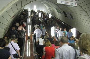 "Станция столичного метро ""Крещатик"" возобновила работу, бомбу не нашли"